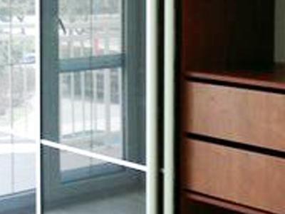 Posuvné dvere lakobelové sklo 1