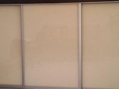 Posuvné dvere lakobelové sklo 3