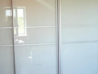 Posuvné dvere lakobelové sklo 4
