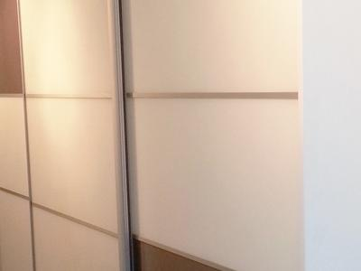 Posuvné dvere lakobelové sklo 6