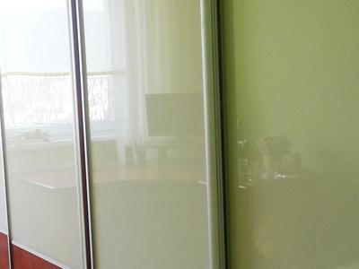 Posuvné dvere lakobelové sklo 7