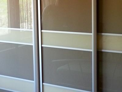 Posuvné dvere lakobelové sklo 8